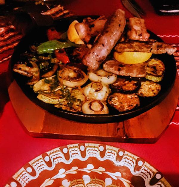 Трапеза в болгарских ресторанах (механы)