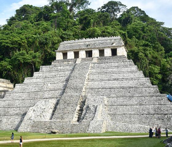Развалины города майя Паленке в Мексике