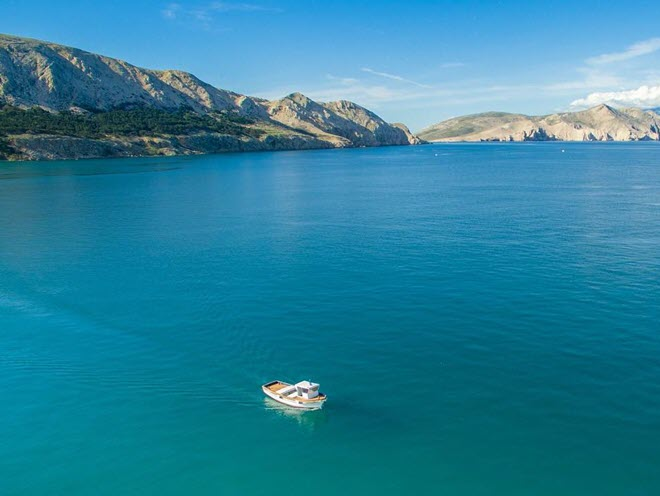 Голубая лагуна с яхта