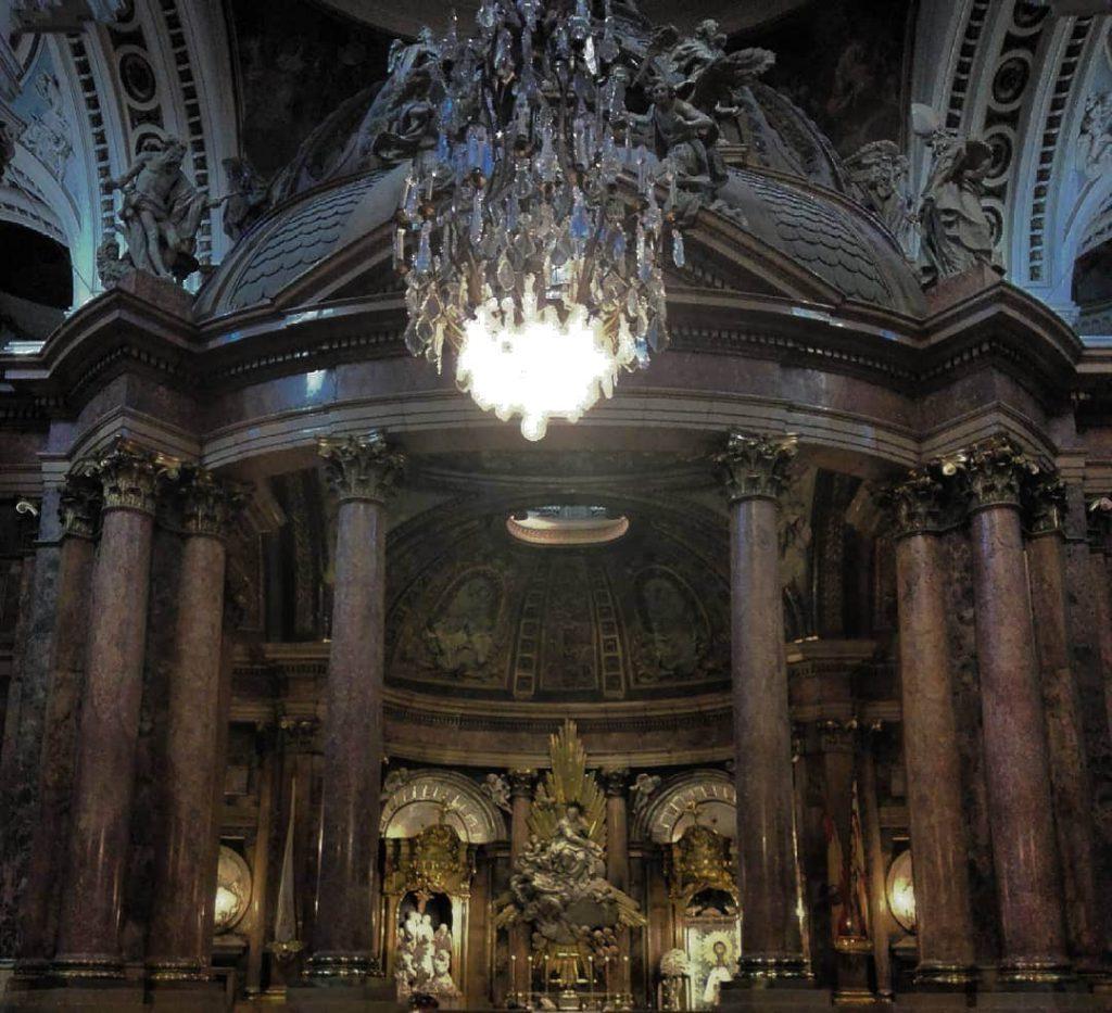 Базилика Нуэстра-Сеньора-дель-Пилар внутри вид