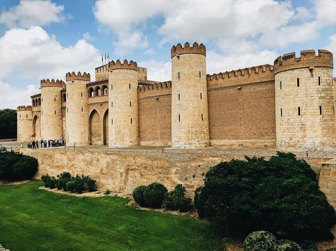 Крепость Альхаферия в Сарагосе