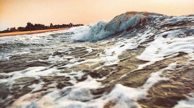 12 причина серфинг на волнах в Гоа-min